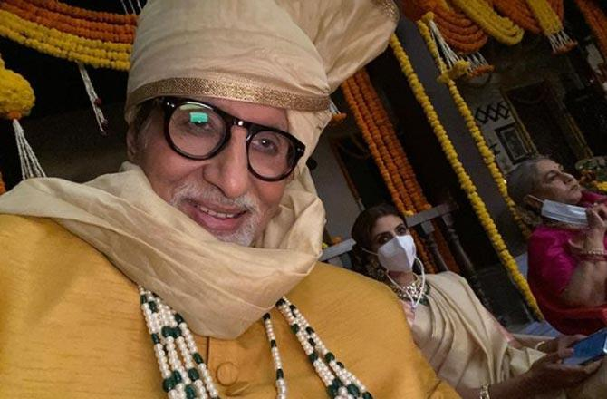 Amitabh Bachchan gets clicked as he shoots with family
