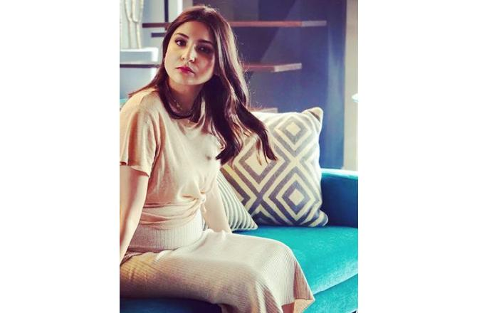 Anushka Sharma looks radiant as she flaunts her baby-bump in latest post
