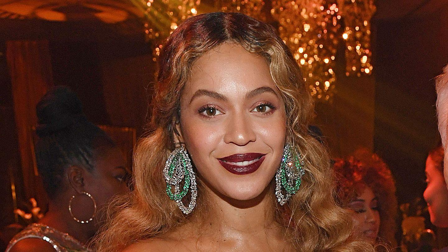Beyoncé Dedicates Her BET Humanitarian Award To Activists: 'Your Voices Are Being Heard'