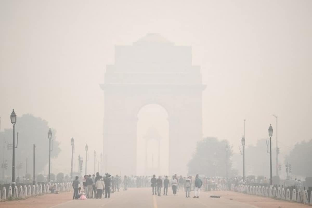 Delhi's Air Quality Slips to 'Very Poor' Due to Slow Winds, Stubble Burning Sees Dip