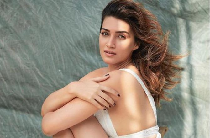 Kriti Sanon's poetry continues, shares a breathtaking picture along with it