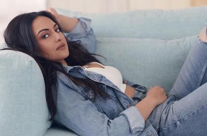Lazying on a couch all day, that's Sonakshi Sinha's Sunday plan!