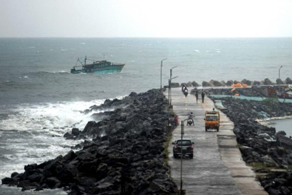 Public Holiday in Tamil Nadu Today as State Braces for Cyclone Nivar, 1,200 Rescue Personnel Deployed