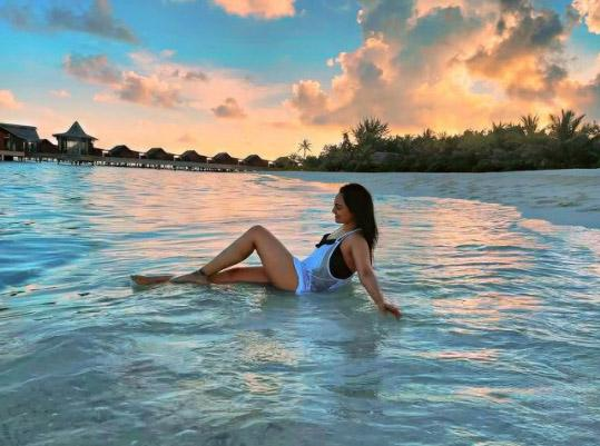 Sonakshi Sinha Shares Sunset Pictures From Maldives Vacation