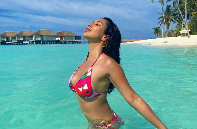 Sophie Choudry's Maldives sojourn: Actress walks into a 'paradise' in her red bikini; shares picture