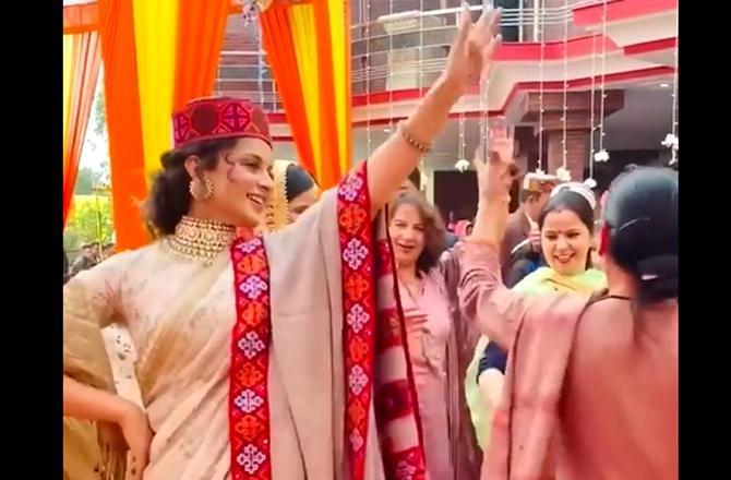 Watch video: Kangana Ranaut dances to folk 'Kangari' song at brother Aksht's wedding reception