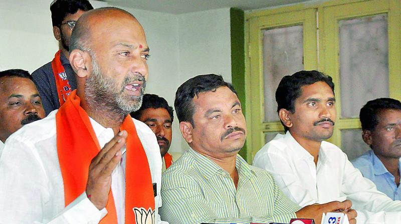 Will demolish MIM office if Akbar damages PV or NTR memorials: BJP