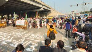 Farmers' protest: Singhu, Tikri borders closed, Delhi Traffic Police issues advisory