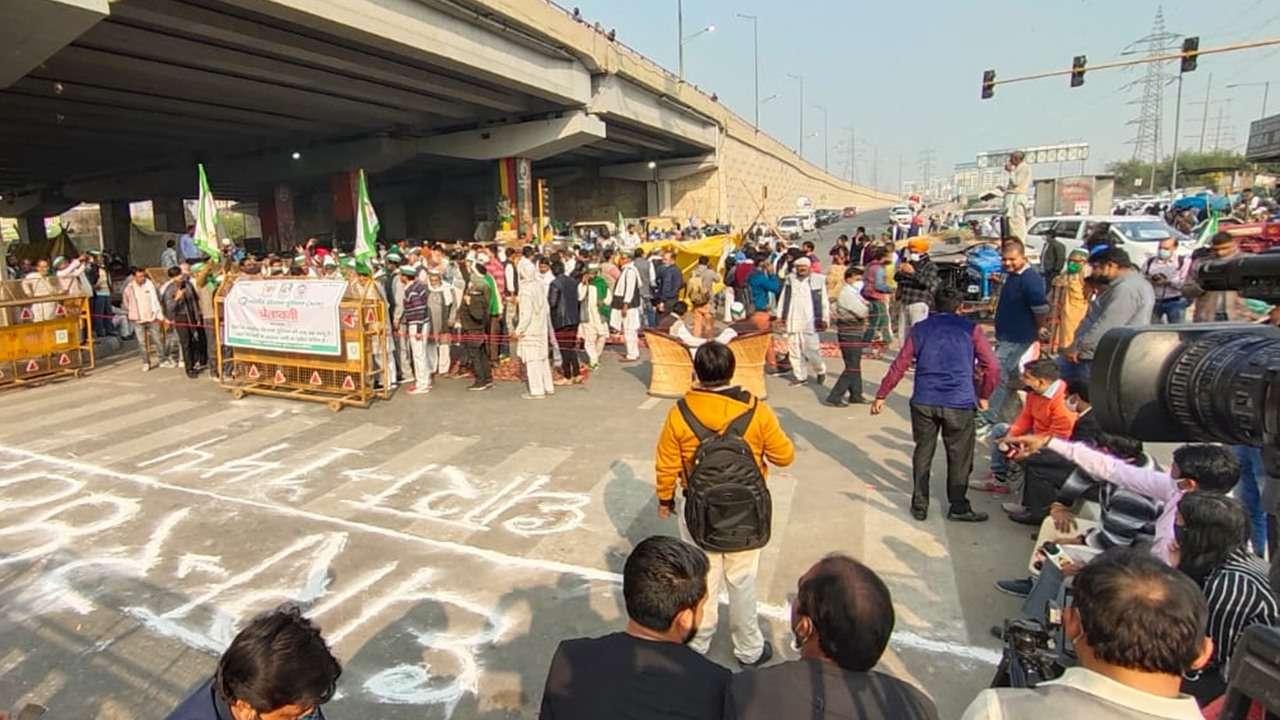 Farmers' protest: Singhu, Tikri borders closed, Delhi Traffic Police issues advisory