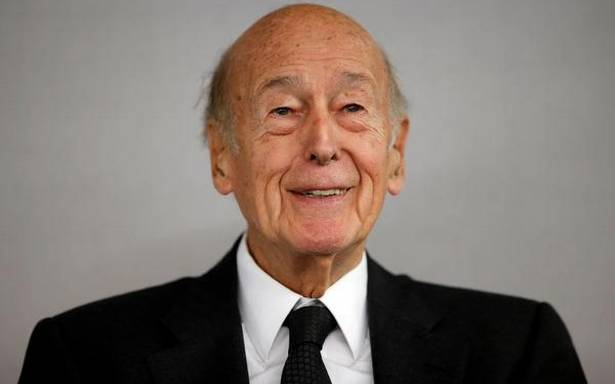 Former French President Giscard d'Estaing dies of COVID-19 complications