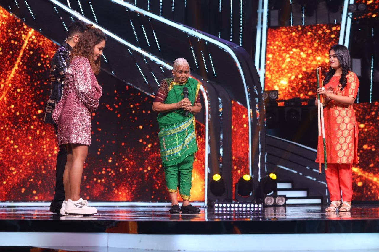 "Neha Kakkar gives Rs. One Lakh to Shantabai Pawar aka ""Super Aaji"""