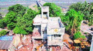 SMC razes 20 properties to clear way for Paal-Umra bridge approach road