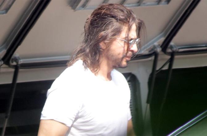 See Photos: Shah Rukh Khan spotted at Yash Raj office in his 'Pathan' look