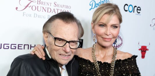 Larry King's estranged wife will contest his secret will: 'It's the principle'
