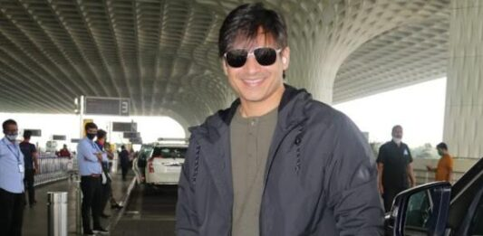 Vivek Oberoi issues an amusing apology to Mumbai Police for riding the bike without wearing a mask and helmet